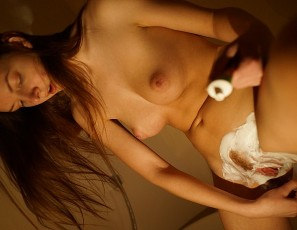content/082517_rebeka_razorless_shaving_her_pussy_then_her_and_i_smash_her_pussy_to_orgasm_with_glass_dildo/1.jpg
