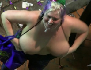 content/102217_more_hot_mardi_gras_2017_action_from_our_bourbon_street_condo/3.jpg